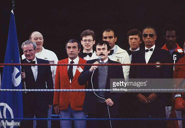 Barry McGuigan's father sings 'Danny Boy' at the Irish boxer's title fight against WBA world featherweight champion, Eusebio Pedroza of Panama, at...