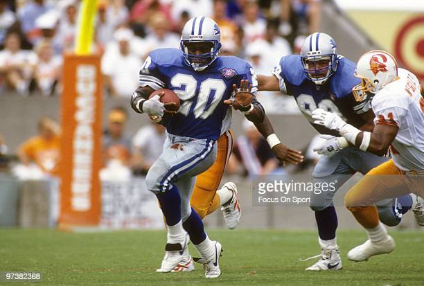 Barry Sanders of the Detroit Lions carries the ball against the Tampa Bay Buccaneers in a NFL football game October 2 1994 at Tampa Stadium in Tampa...