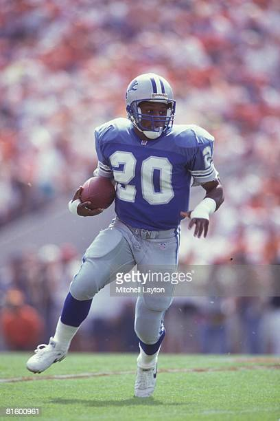 Barry Sanders of the Detroit Lions runs with the ball during a NFL football game against the Tampa Bya Buccaneers on October 25 1992 at Raymond James...