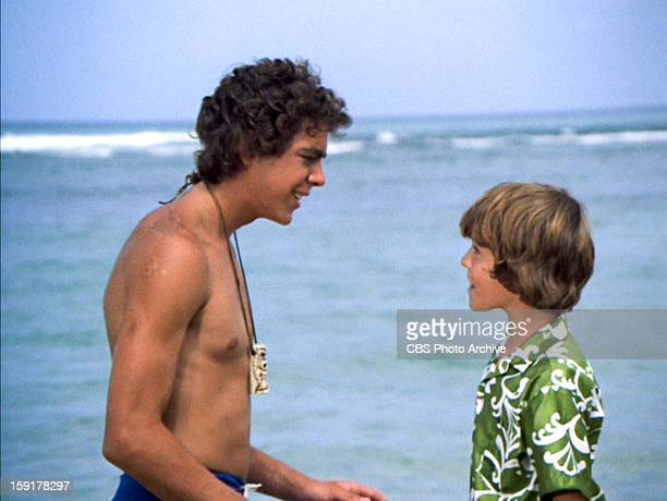 Barry Williams as Greg Brady and Mike Lookinland as Bobby Brady in THE BRADY BUNCH episode Hawaii Bound Original air date September 22 1972 Image is...