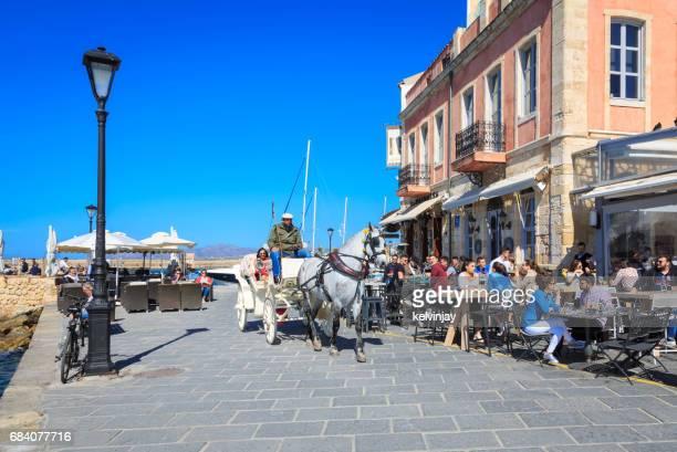 Bars en cafes rond de Venetiaanse haven van Chania, Crete