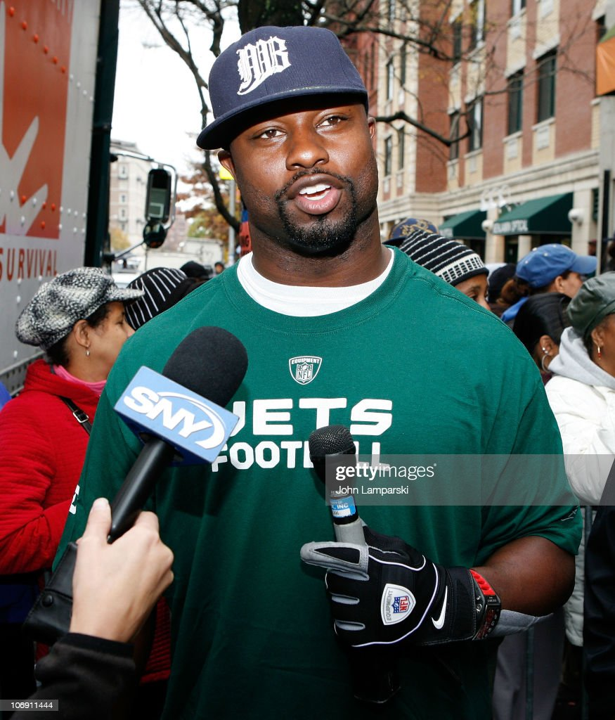Bart Scott And Jason Taylor Deliver Thanksgiving Dinner To The Food ...