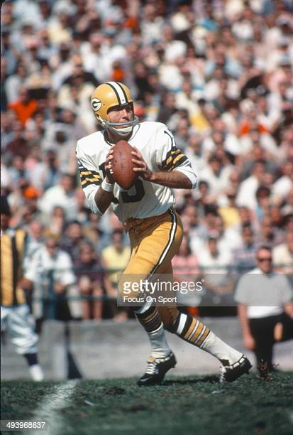 Bart Starr of the Green Bay Packers drops back to pass against the Oakland Raiders during Super Bowl II January 14 1968 at the Orange Bowl in Miami...