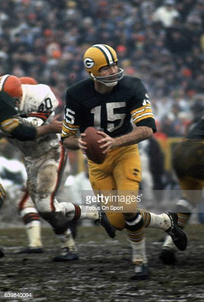 Bart Starr quarterback of the Green Bay Packers drops back to pass against the Cleveland Browns during an NFL game circa 1964 at Milwaukee County...