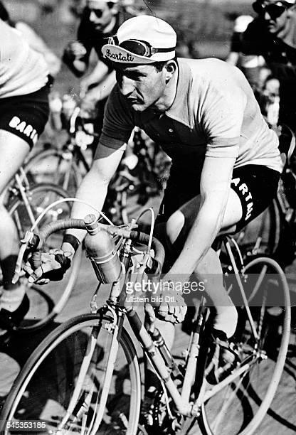 Bartali Gino *Radrennfahrer ItalienSieger Tour de France Sieger Giro d'Italia im Peloton bei der Tour de France undatiert