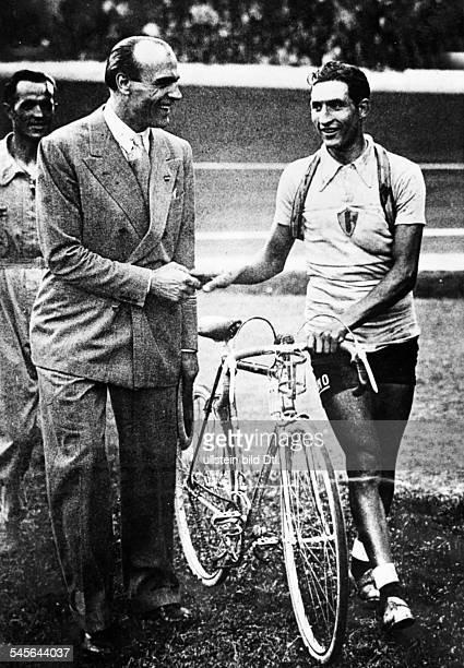 Bartali Gino *Radrennfahrer ItalienSieger Tour de France Sieger Giro d'Italia Tour de France 1938 GB erhaelt Glueckwuensche 1938erschienen BZ