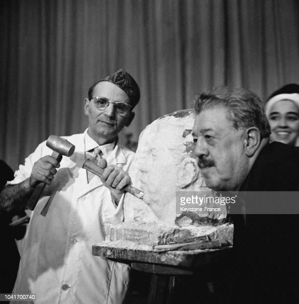 Bartellety sculpte le buste de Michel Simon en 55 minutes à Paris France en 1964