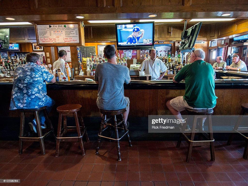 The Eire Pub : News Photo