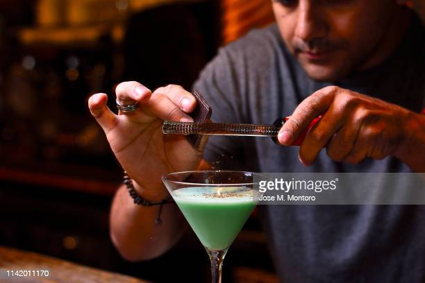 bartender grating chocolate on the cocktail - grasshopper stock pictures, royalty-free photos & images