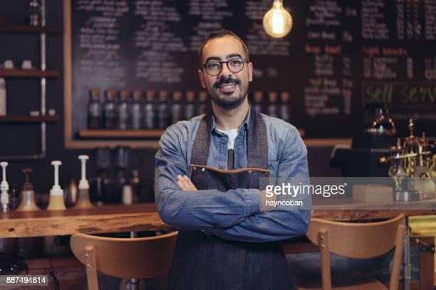 bartender - da cintura para cima imagens e fotografias de stock