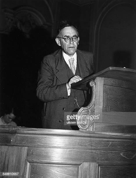 Barth Karl *10051886 Theologe Schweiz Halbportrait auf der Kanzel 1946