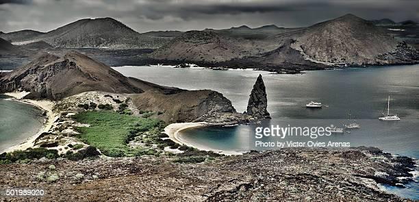 bartolome and santiago islands in galapagos - victor ovies fotografías e imágenes de stock