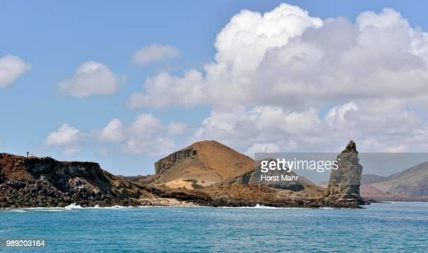 bartolome island, coast with pinnacle rock, galapagos province, galapagos islands, ecuador - pinnacle rock formation stock-fotos und bilder