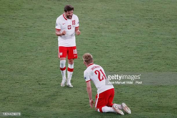 Bartosz Bereszynski of Poland celebrates with team mate Kamil Jozwiak during the UEFA Euro 2020 Championship Group E match between Spain and Poland...
