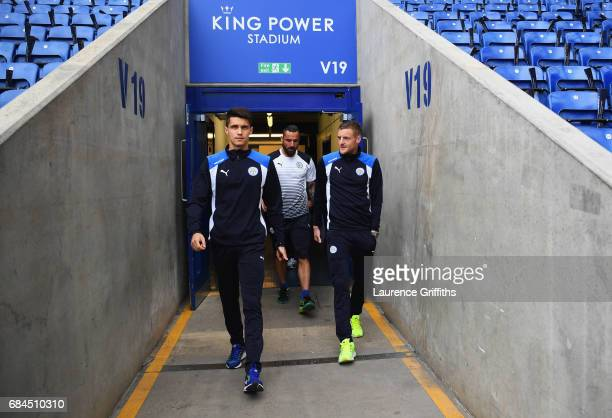 Bartosz Kapustka Marcin Wasilewski and Jamie Vardy of Leicester City arrive prior to the Premier League match between Leicester City and Tottenham...