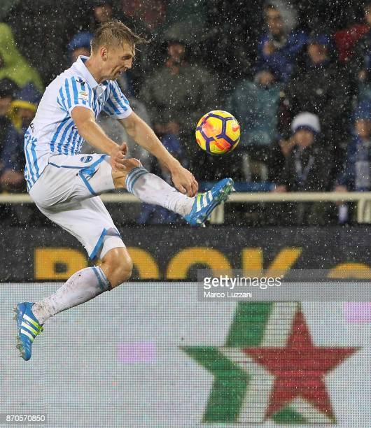 Bartosz Salamon of Spal controls the ball during the Serie A match between Atalanta BC and Spal at Stadio Atleti Azzurri d'Italia on November 5 2017...