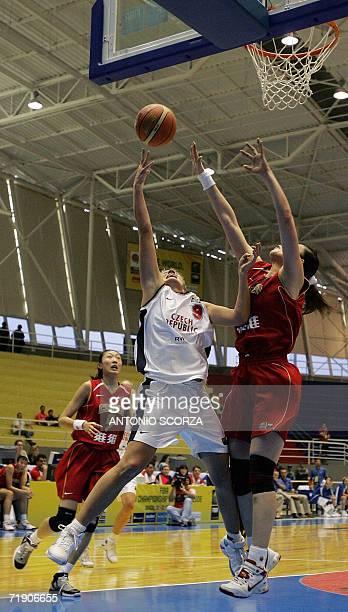 Czech Republic's Hana Machova attempts to score against the block of Xiaoli Chien during their FIBA World Championship for Women Brazil 2006 match,...
