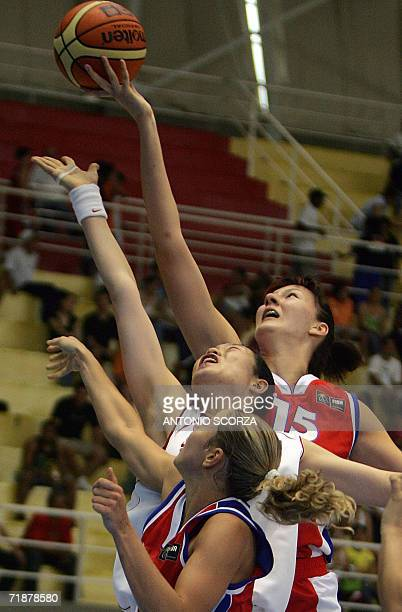Russia's Ekaterina Lisina and Ilona Korstin fight for the ball with China's Lijie Miao during their FIBA World Championship for Women Brazil 2006 13...