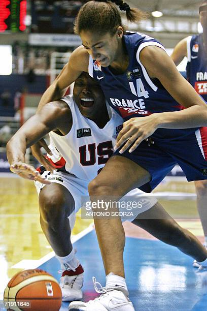 Sheryl Swoopes fights for the ball with Emmeline Ndongue of France during their FIBA World Championship for Women Brazil 2006, 17 September 2006, at...