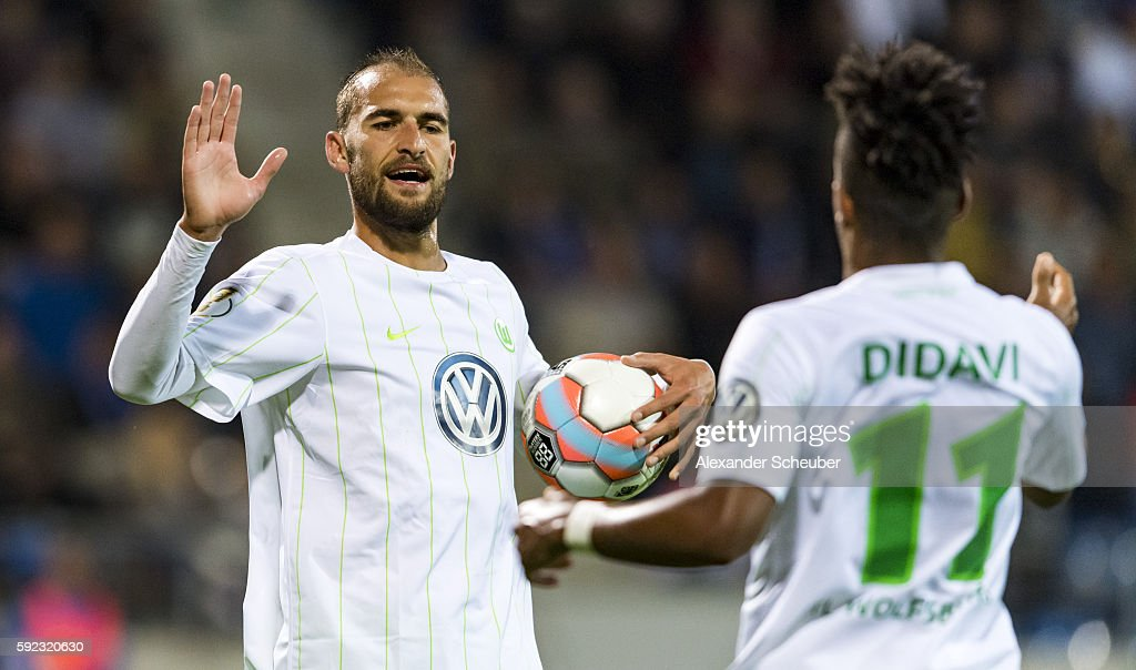 Bas Dost of VfL Wolfsburg celebrates the second goal for his team with Daniel Didavi of VfL Wolfsburg during the DFB Cup match between FSV Frankfurt and VfL Wolfsburg at Frankfurter Volksbank Stadion on August 20, 2016 in Frankfurt am Main, Germany.