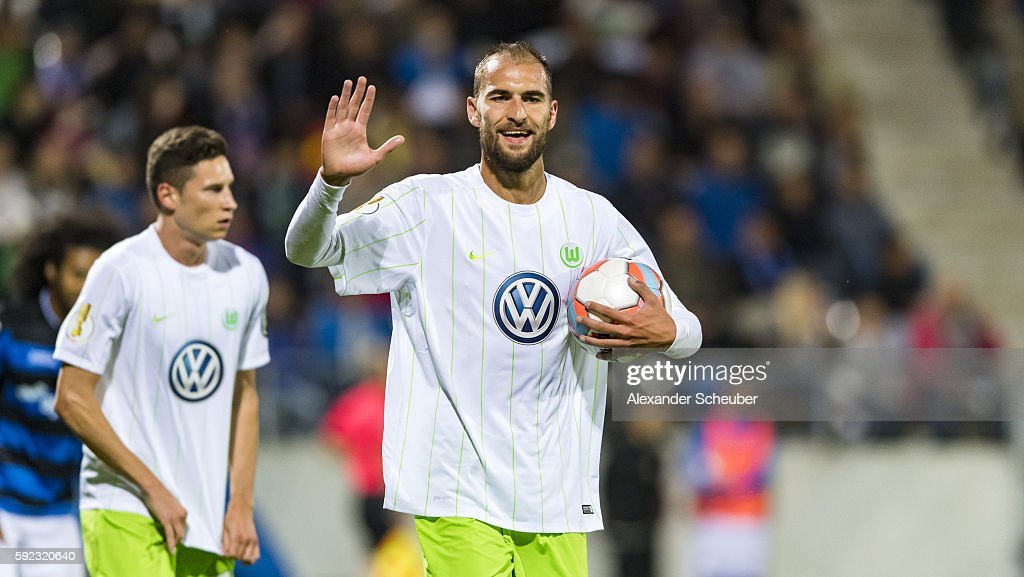 Bas Dost of VfL Wolfsburg celebrates the second goal for his team during the DFB Cup match between FSV Frankfurt and VfL Wolfsburg at Frankfurter Volksbank Stadion on August 20, 2016 in Frankfurt am Main, Germany.