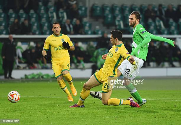 Bas Dost of VfL Wolfsburg scores their first goal during the UEFA Europa League Round of 32 first leg match between VfL Wolfsburg and Sporting Clube...