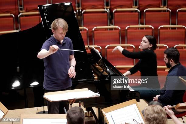 """Bas Wiegers leitet das Staatliches Symphonieorchester Estland in Begleitung der russischen Pianistin Olga Scheps im Rahmen des Festivals """"ACHT..."""