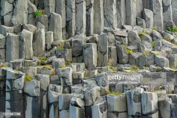 basalt columns wall reynisfjara iceland - cristian neri foto e immagini stock