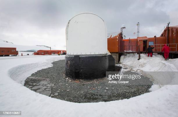 base orcadas is an argentine scientific station in antarctica, and the oldest of the stations in antarctica still in operation - south orkney island stock pictures, royalty-free photos & images