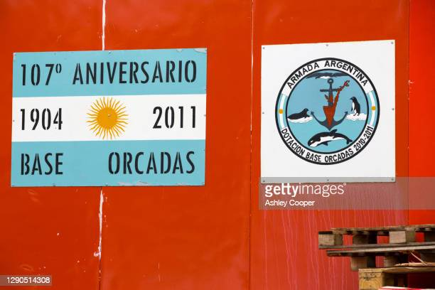 base orcadas is an argentine scientific station in antarctica. - south orkney island stock pictures, royalty-free photos & images