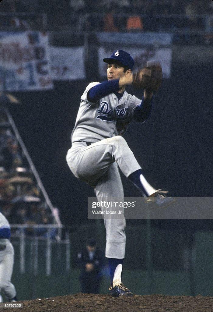 Philadelphia Phillies vs. Los Angeles Dodgers, 1977 NL Championship Series : News Photo