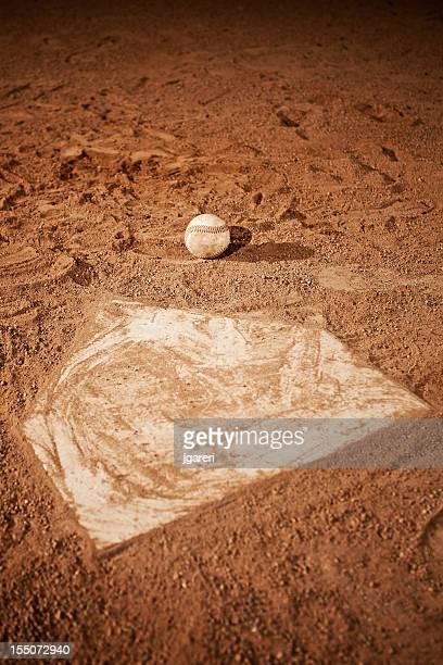 野球のホームプレート - スポーツ ホームベース ストックフォトと画像