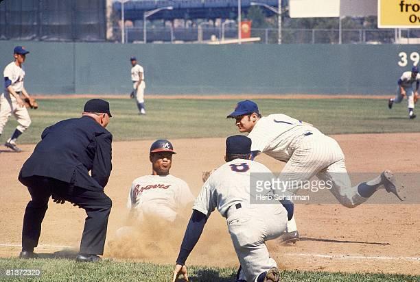 Baseball Atlanta Braves Felipe Alou in action vs New York Mets Jerry Buchek Flushing NY 5/19/1968