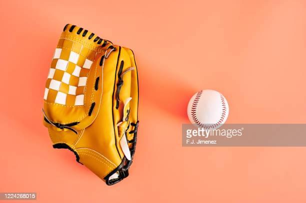baseball ball and catcher's glove - キャッチャーミット ストックフォトと画像