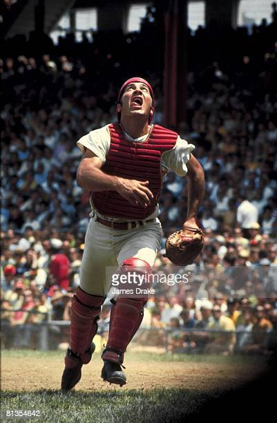 Baseball Cincinnati Reds Johnny Bench in action fielding vs Los Angeles Dodgers Cincinnati OH 6/20/1970