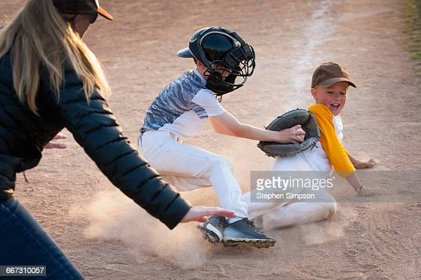 baseball, close play at home plate - base sports equipment stock pictures, royalty-free photos & images