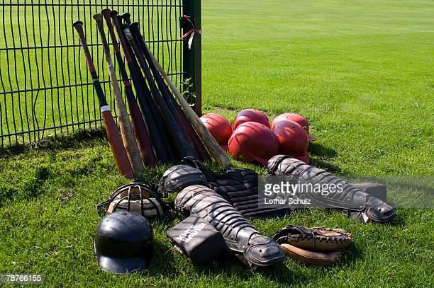 baseball equipment - caneleira roupa desportiva de proteção imagens e fotografias de stock
