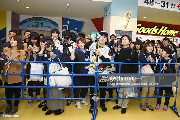 Baseball fans queue for donation for the Great East Japan Earthquake five years ago and Tainan Earthquake last month prior to the international...