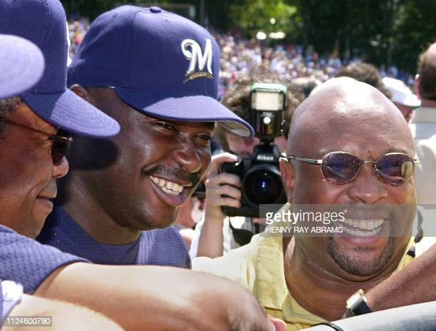 Baseball Hall of Fame inductee Kirby Puckett talks with Milwaukee Brewers' pitcher Ray King and coach Rod Carew a former Minnesota Twin who's also in...