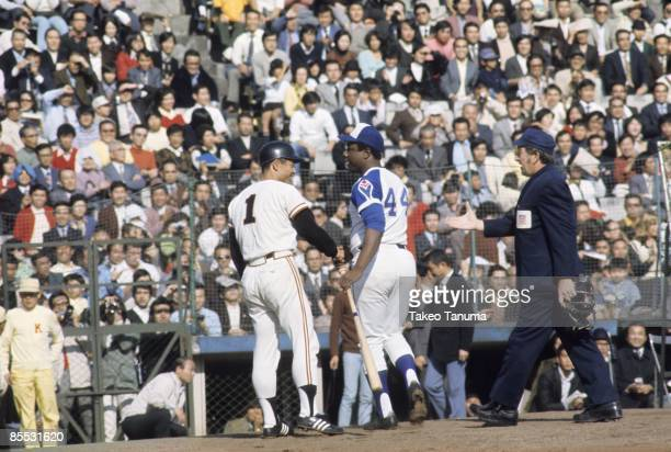 Home Run Hitting Contest Tokyo Giants Sadaharu Oh and Atlanta Braves Hank Aaron shaking hands after contest at Korakuen Stadium Tokyo Japan 11/2/1974...