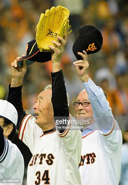 Baseball legends Masaichi Kaneda and Shigeo Nagashima attend the memorial first pitch prior to the Yomiuri Giants and Chunichi Dragons at Tokyo Dome...