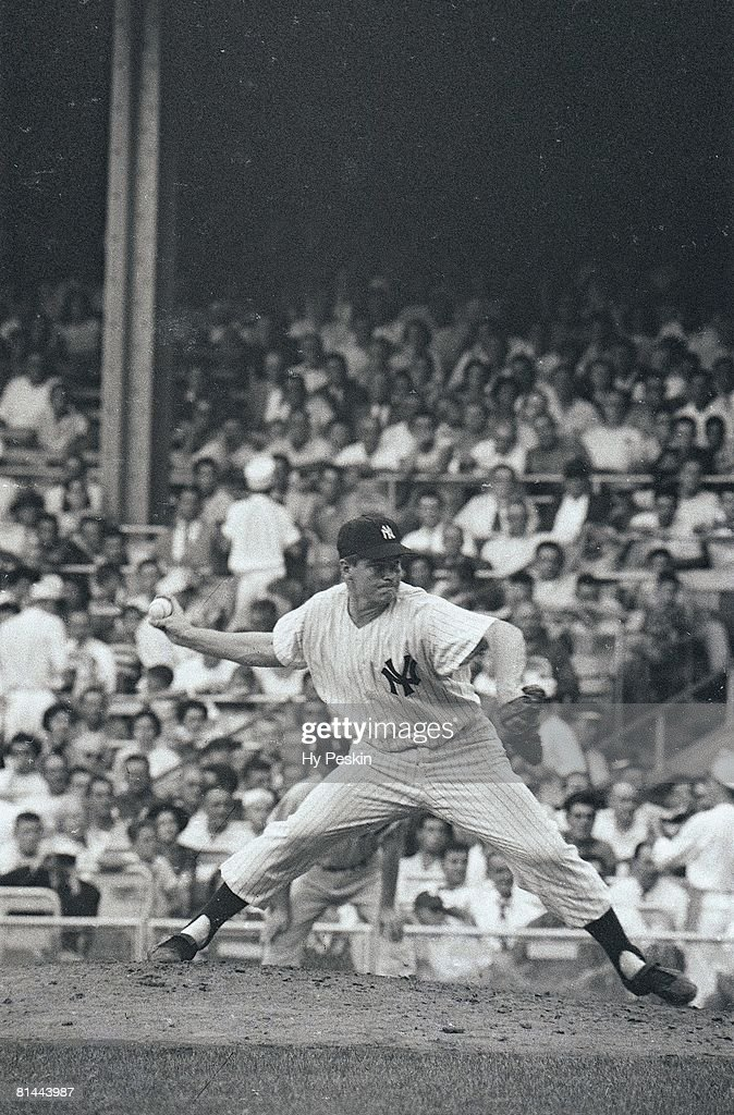 New York Yankees Bob Turley (19) in action, pitching vs Boston Red Sox, Bronx, NY 8/11/1955