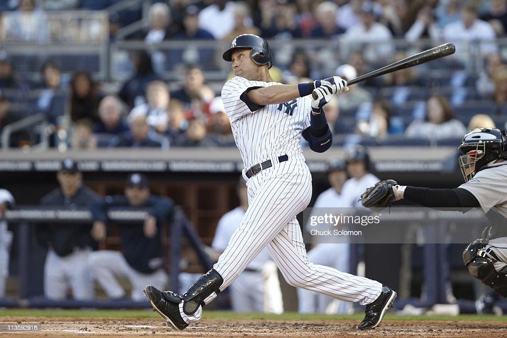 New York Yankees Derek Jeter 2 In Action At Bat Vs Toronto Blue