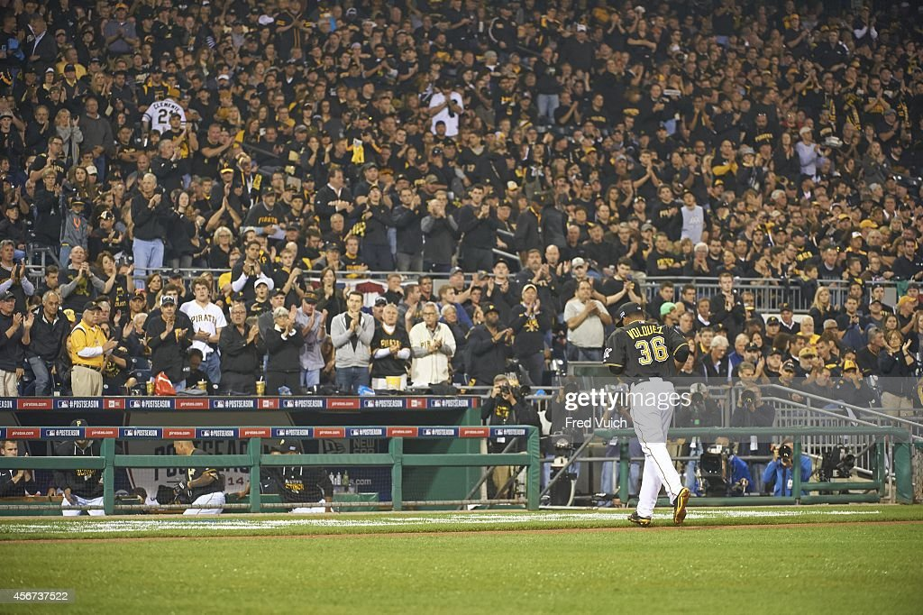 Pittsburgh Pirates vs San Francisco Giants, 2014 National League Wild Card Game : News Photo