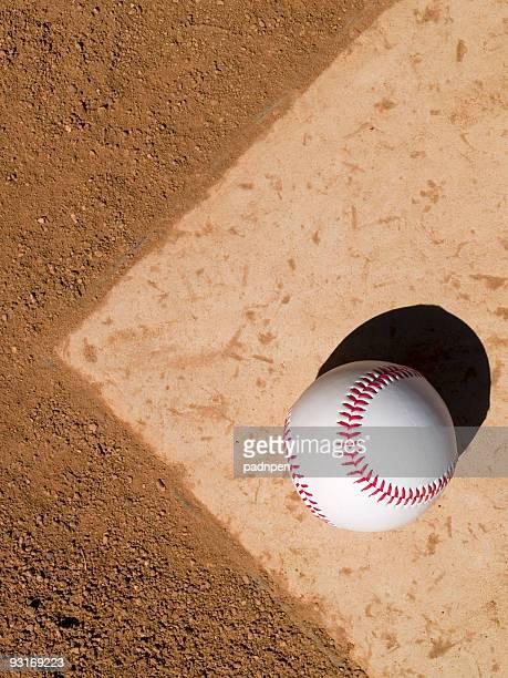 baseball su piastra base - seconda base base foto e immagini stock