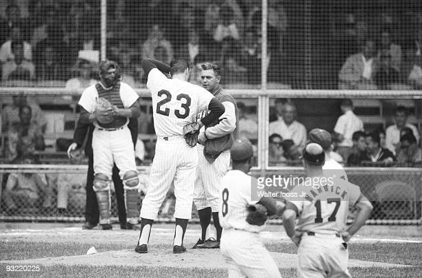 Philadelphia Phillies manager Gene Mauch talking to pitcher Dennis Bennett during game vs St Louis Cardinals Philadelphia PA 7/27/1964 CREDIT Walter...