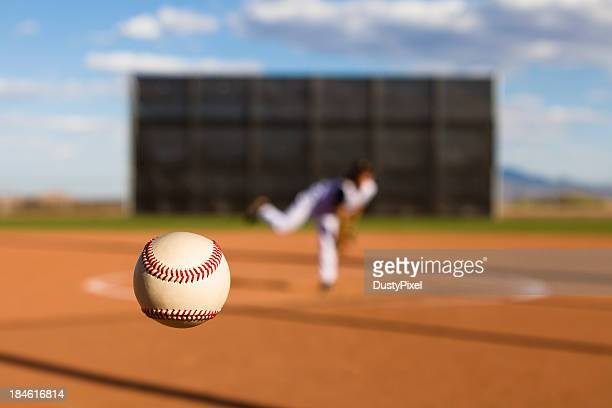 baseball pitch - pitcher stockfoto's en -beelden