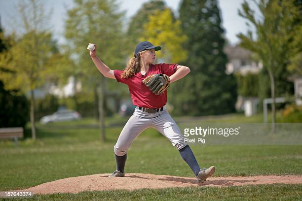 baseball pitcher girl  1 - pitcher stockfoto's en -beelden