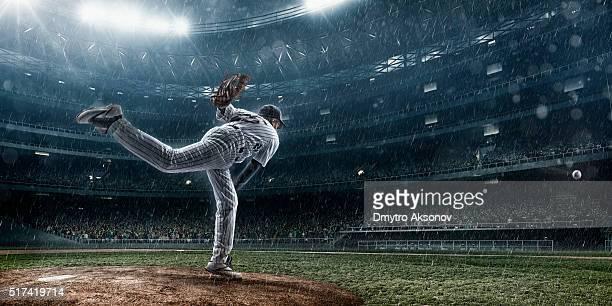 Baseball pitcher in Aktion