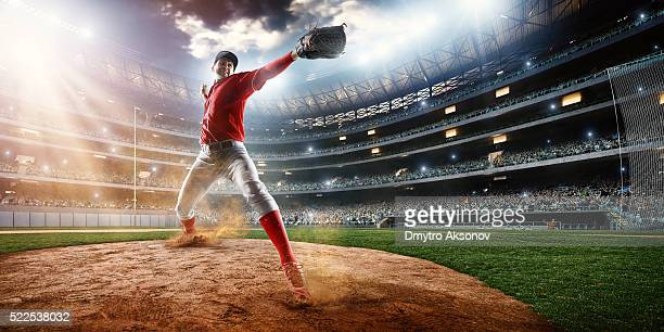 baseball pitcher on stadium - pitcher stockfoto's en -beelden